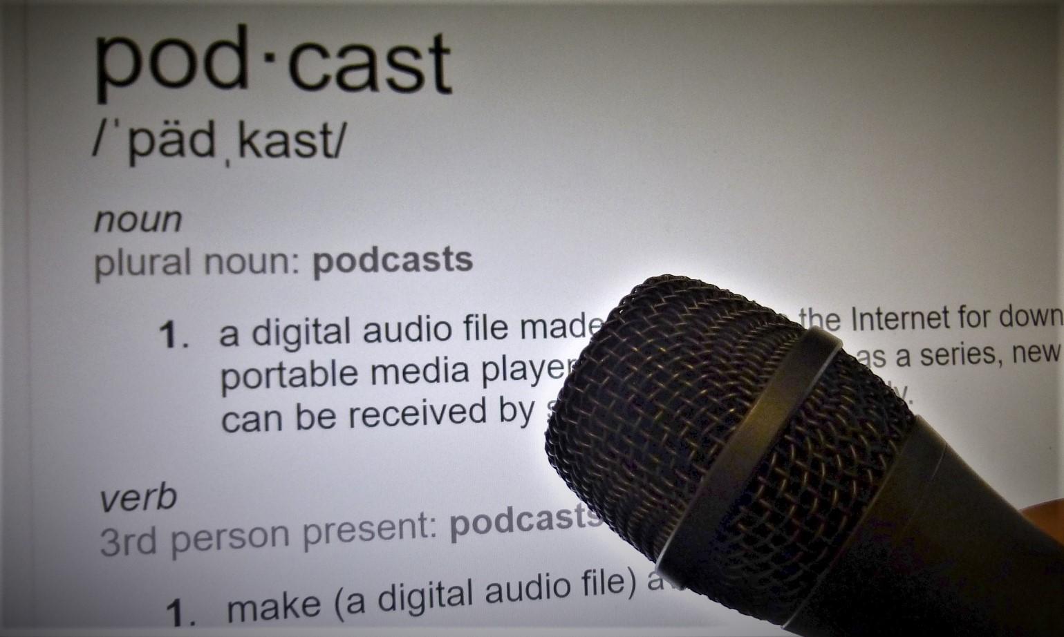 podcast-microphone-14591791709IO